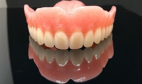 Full denture with Mondial teeth and a Lucitone 199 denture base